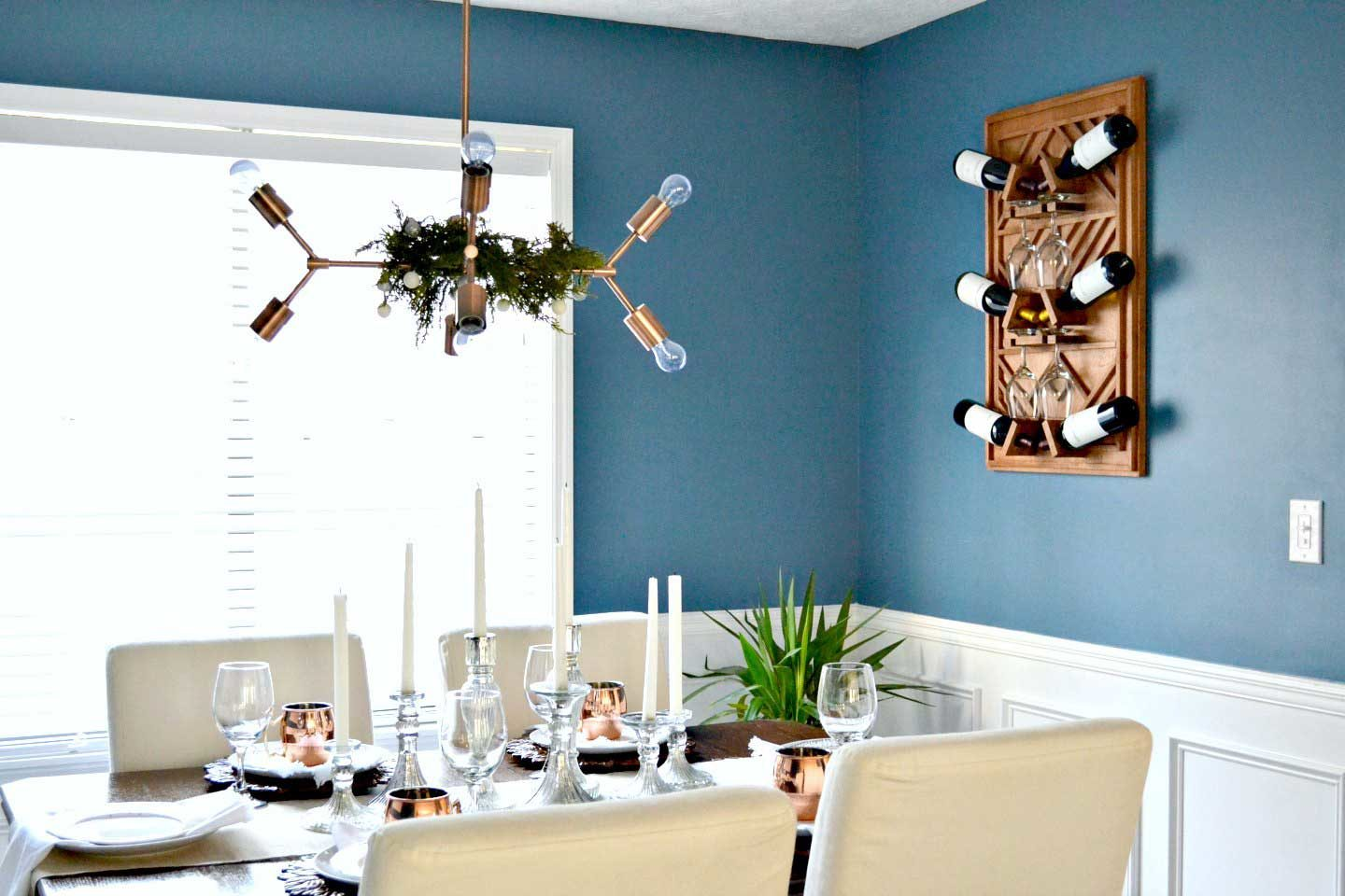 Christmas-dining-room-decor-with-copper-mugs